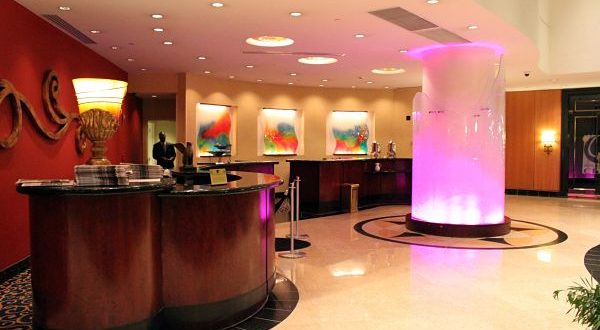 The front desk is the reception, the place where you check into the hotel. And to check into your hotel, to check into your hotel is the process you do when you arrive. The first thing you can say when you check in is Hello, I have a reservation under the name of Christina Rebuffet.