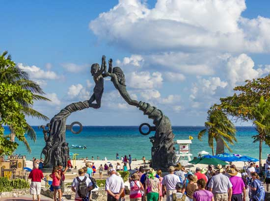Playa-Del-Carmen-Monument-Yucatan-Mexico