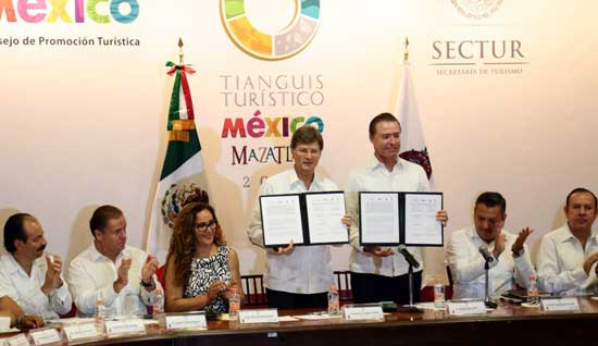 Firma-del-convenio-Tianguis-Turístico-Mazatlán-2018
