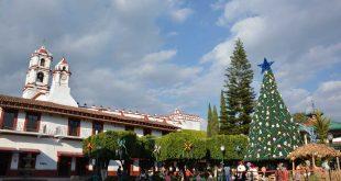 Árbol-monumental-de-Navidad-en-Ixtapan-de-la-Sal