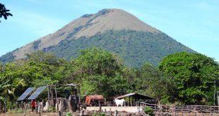 Camino-a-Laguna-del-Tigre,-León,Nicaragua
