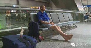 Hombre espera a su novia 10 días en el aereopuerto de China