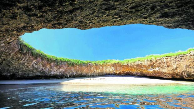 La playa del amor en las Islas Marietas
