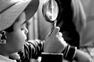 nino-investigando
