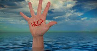 Persona pide ayuda antes de ahogarse