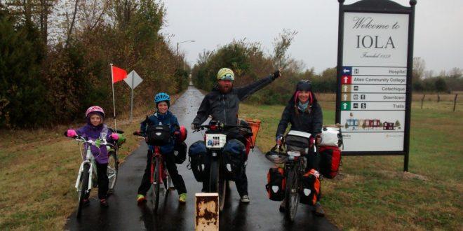 famlia-que-viaja-por-america-en-bicicleta