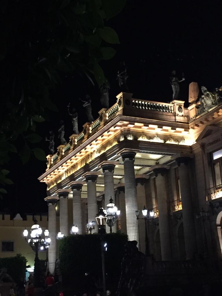 teatro-juarez-edificio-emblematico-de-la-ciudad-de-gto-siglo-19