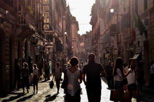 Turistas-caminando