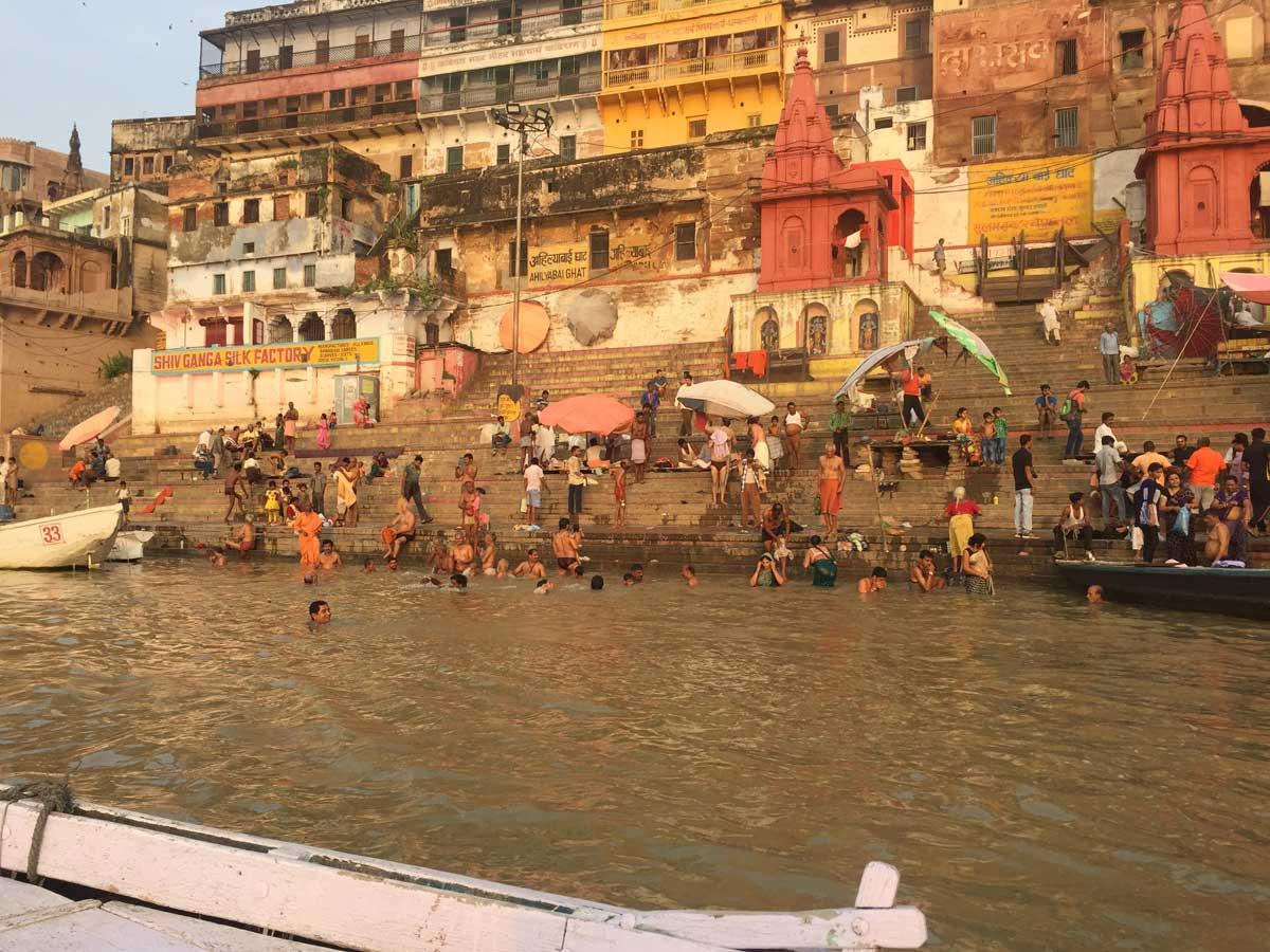 Río-Ganges-en-Varanasi,-India-2