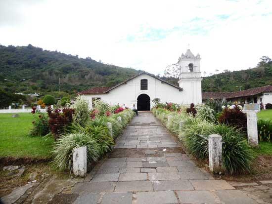 Iglesia-colonial-de-Orosi