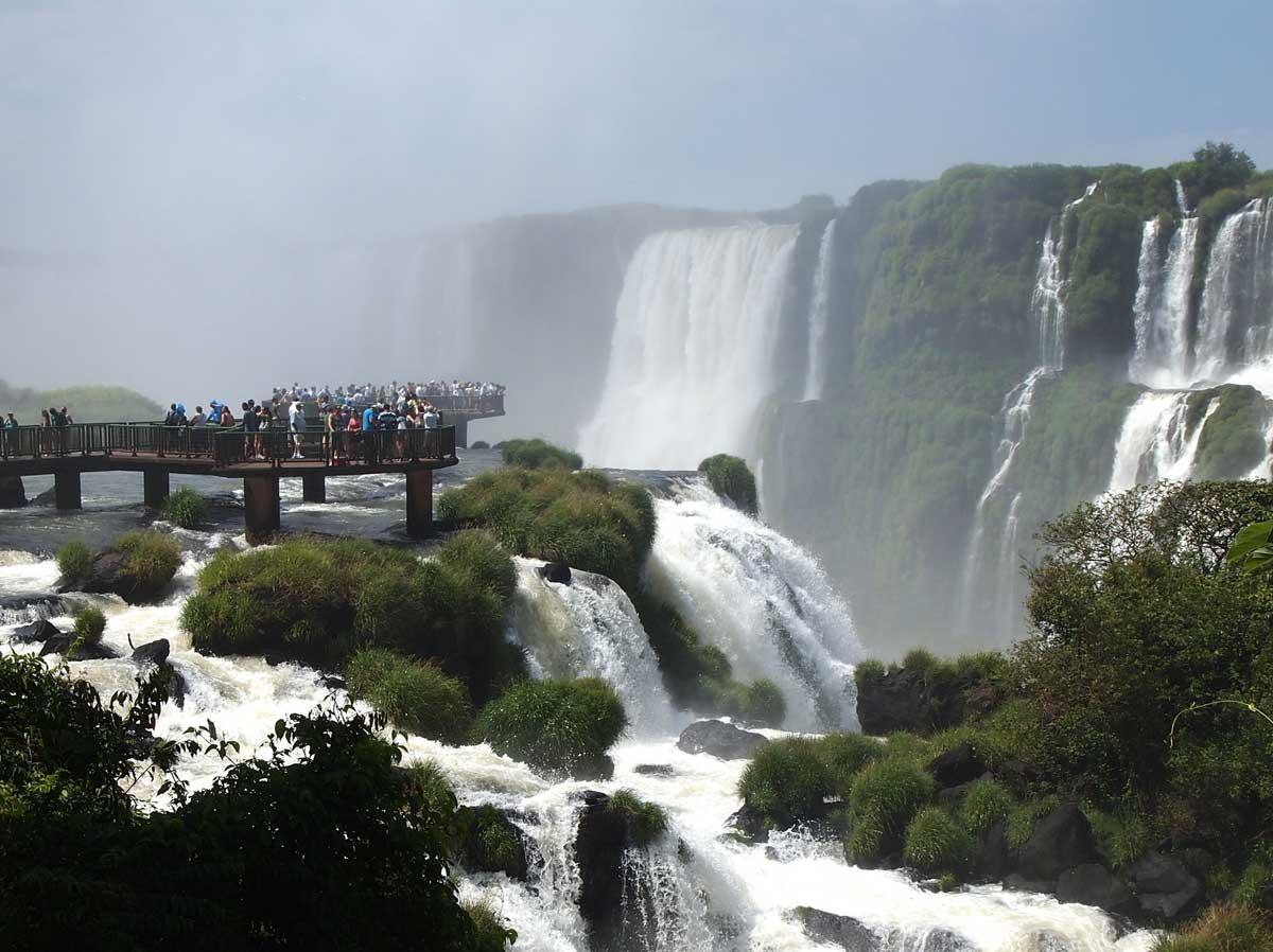 Las-Cataratas-del-Iguazú,-Argentina-y-Brasil