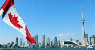 Toronto y la bandera de Canadá