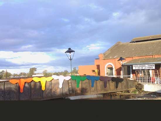 Decoración tradicional en acceso a la Peña Oficial