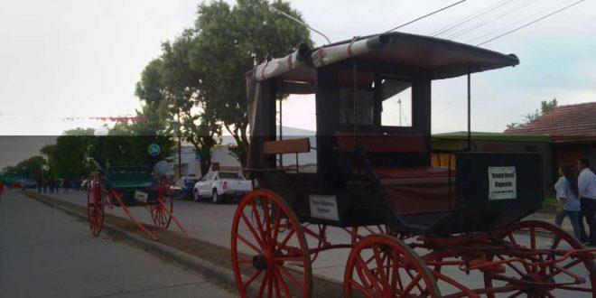 Exhibición carruajes del Museo Histórico Regional de Ayacucho en el Paseo Peatonal Colón