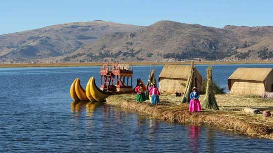 gente-en-el-lago-titicaca