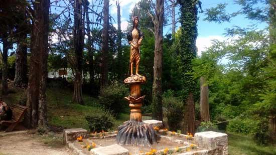 Escultura tallada copa árbol