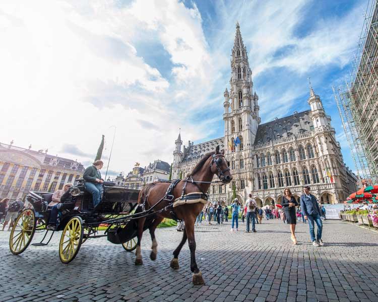 Carruaje en la Plaza Central de Bruselas