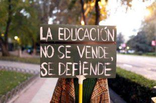 La educación no se vende se defiende