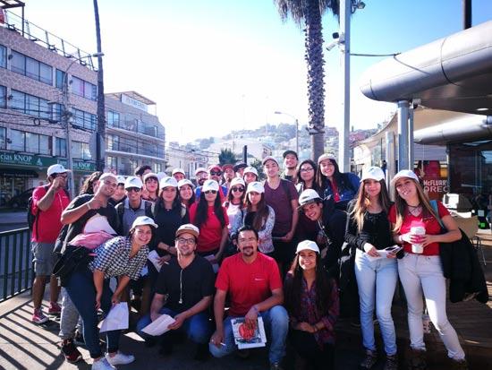 Alumnos de la Universidad Tecnológica de Chile en campo