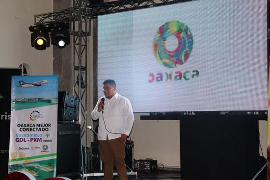Diego Ángeles representante de hoteles de Puerto Escondido