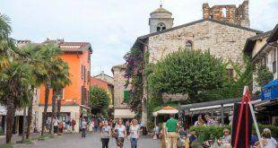Gente local Pueblo en Italia