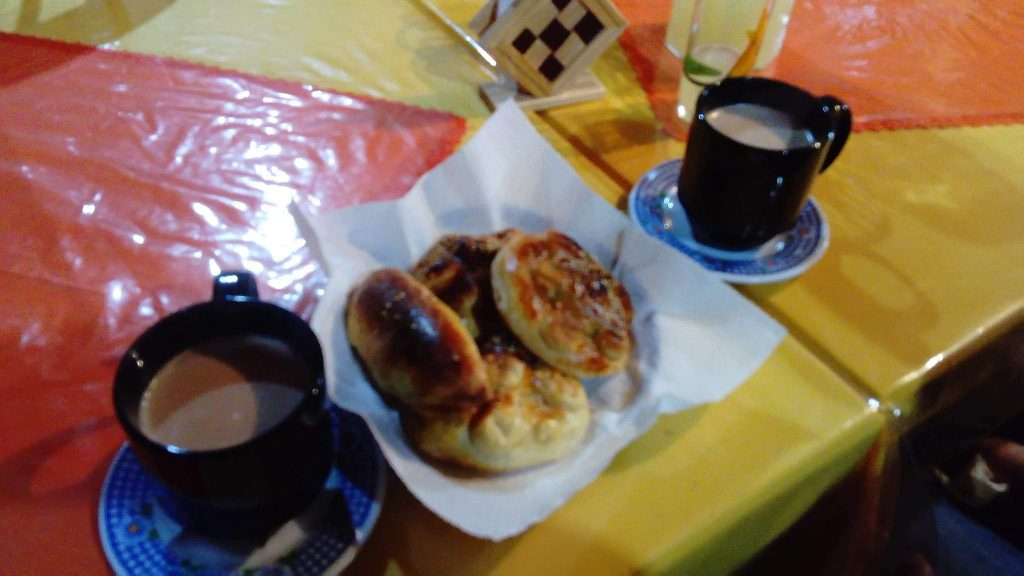 Chocolate caliente y pan de muerto recién horneado en Pinal de Amoles Querétaro