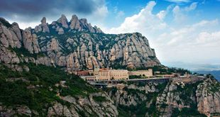 Panoramica de Montserrat fuente The Black Gloves