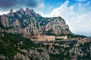 Panoramica de Montserrat fuente The Black Gloves