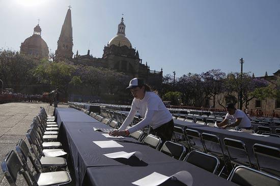 Preparativos del récord de la cata de tequila más grande del mundo