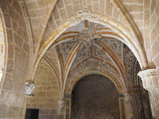 al interior del monasterio