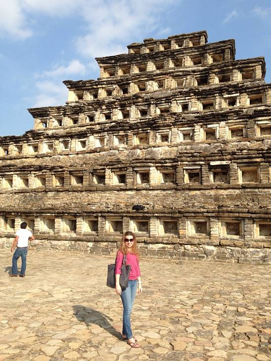 Andrea Soberanis en el Sitio arqueológico El Tajín