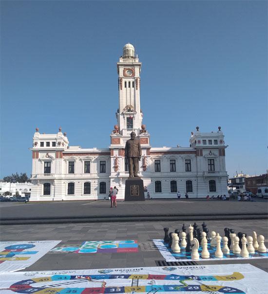 Faro Venustiano Carranza en el malecón de Veracruz
