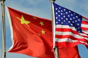 Banderas China y Estados Unidos