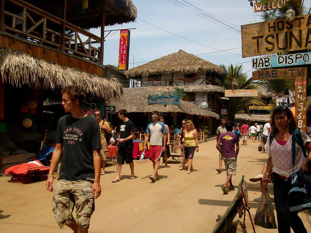 Montañita el destino surfista de Ecuador 2