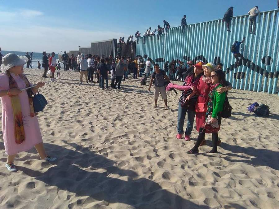 Turistas chinos en Playa de Tijuana