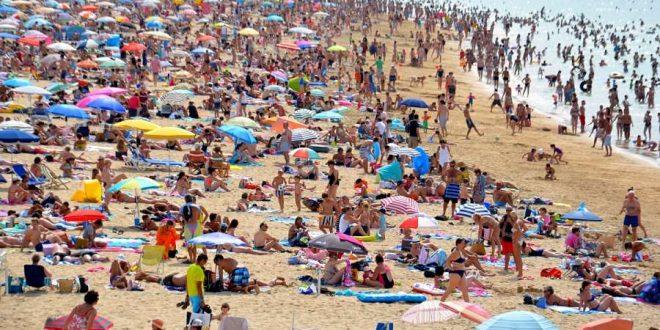 Turistas en playa
