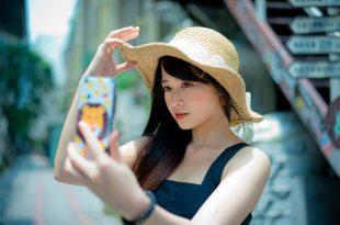 Mujer Selfie en un viaje