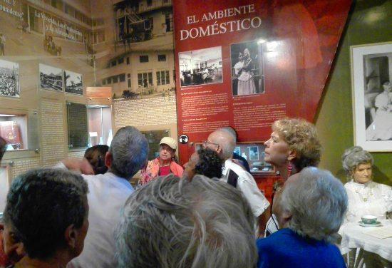 Visitantes con Alzheimer al Museo del Canal Interoceánico de Panamá 3
