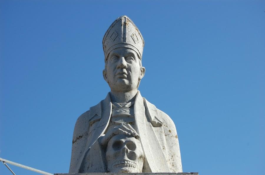 Busto de piedra de Fray Antonio Alcalde