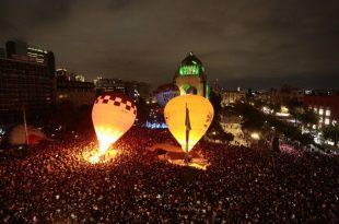 Globo aerostático en el monumento a la revolución CDMX