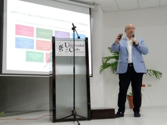 José Vallejo en la Universidad del Caribe