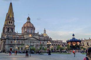 Plaza de armas y catedral de GDL