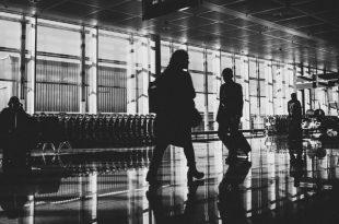 aeropuerto blanco y negro