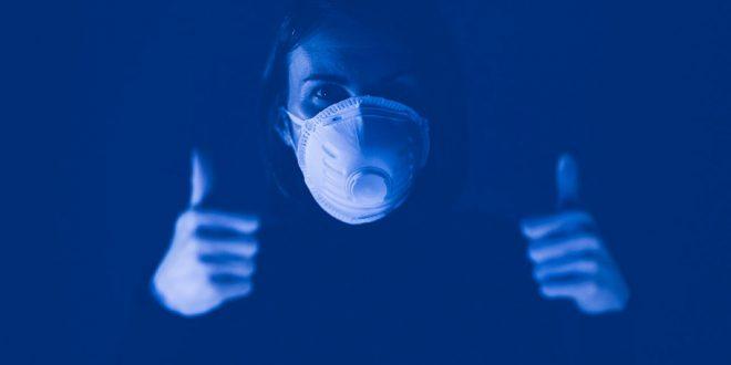 covid mascarilla mujer azul