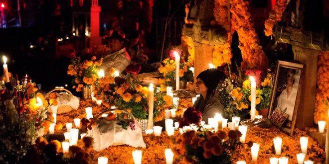 Clebración por el día de muertos en Michoacán