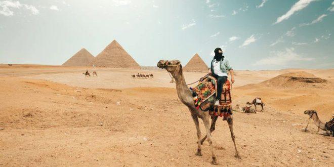 Montando camello en Egipto