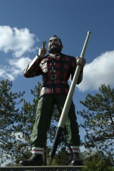 estatua de Paul Bunyan
