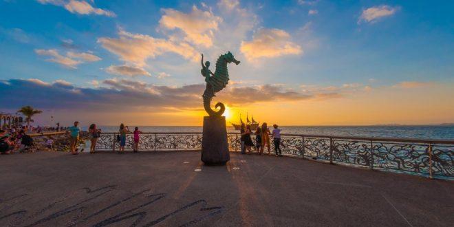 Atardecer Caballito Malecón en Puerto Vallarta