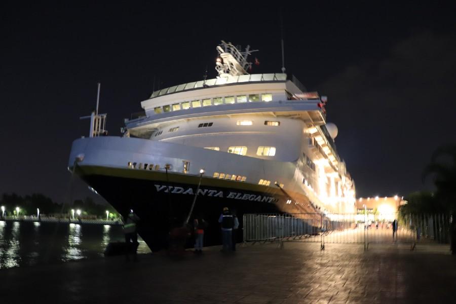 Crucero mexicano Vidanta Elegant de costado