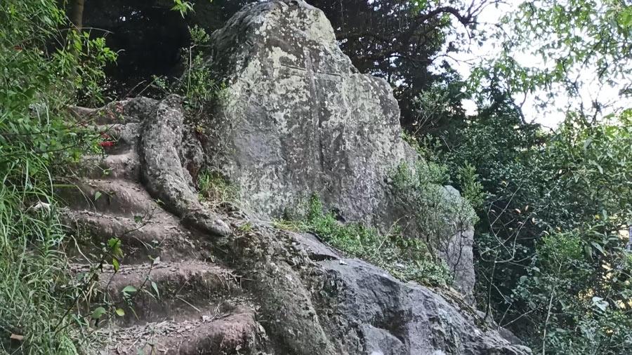 Escalera principal junto a La Capilla del Ermitaño